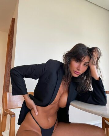 Adriana, 31
