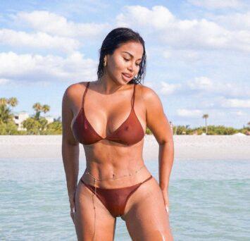 Deyla, 36