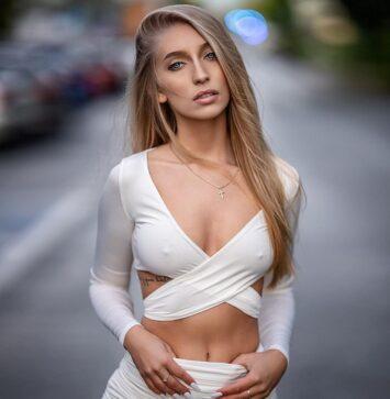 Ewa, 32
