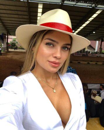 Isabella, 29