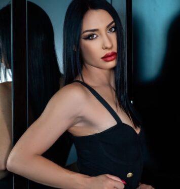 Marina, 25