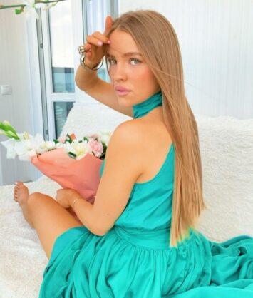 Ekaterina, 27